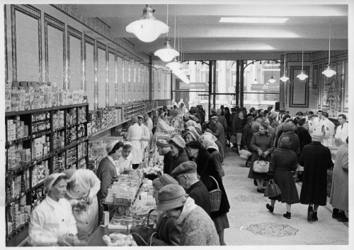 SA/BRA/7/A/11/1/1 - Photograph of Ashford (18 High Street) shop interior, 1961