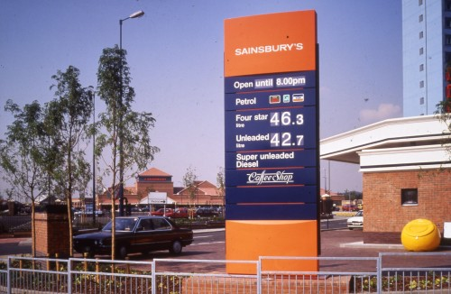 SA/BRA/7/A/3/14 - Image of the petrol station sign at Ealing Road, Alperton branch
