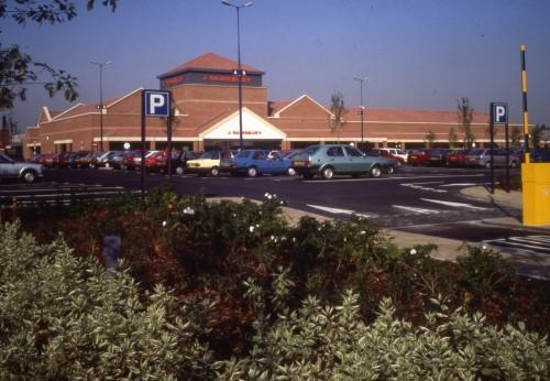 SA/BRA/7/A/3/15 - Image of the exterior and car park at Ealing Road, Alperton branch