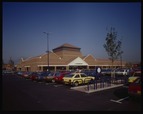 SA/BRA/7/A/3/1 - Image of the exterior and car park at Ealing Road, Alperton branch