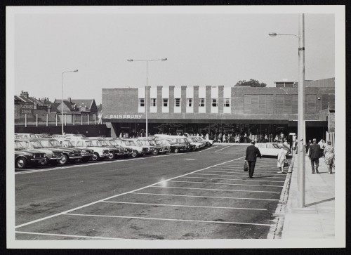 SA/BRA/7/B/16/2/3 - Image of the exterior of Buckhurst Place, Bexhill branch and car park