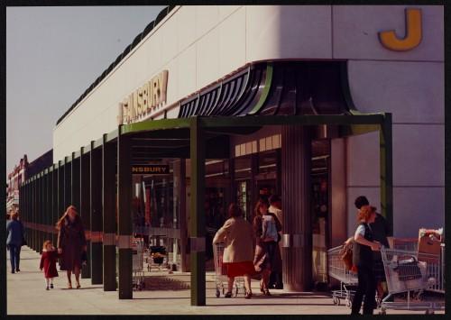 SA/BRA/7/B/19/15 - Image of the exterior of Woodchurch Road, Birkenhead branch