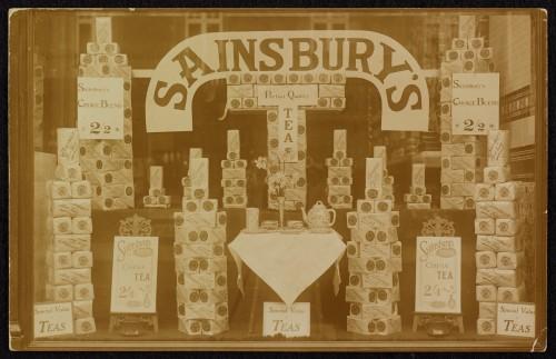 SA/BRA/7/B/31/3/2 - Image of tea window display at 639 Christchurch Road, Boscombe branch, c.1915