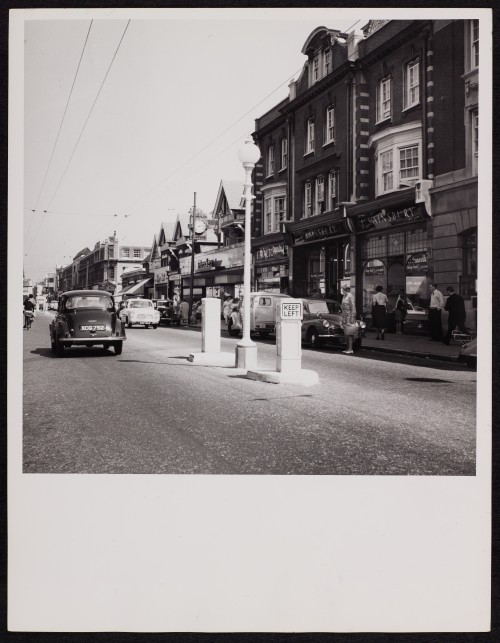 SA/BRA/7/B/31/3/9 - Image of street in Boscombe with 637/639 Christchurch Road branch on the right