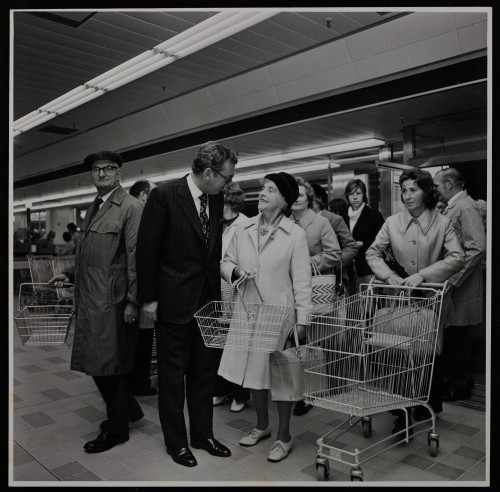 SA/BRA/7/B/39/7/2 - Image of Kingswood (13 Kings Chase), Bristol store: J.D. Sainsbury greeting first customers on opening day