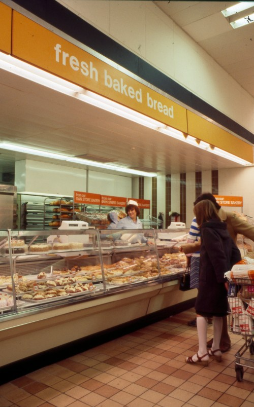 SA/BRA/7/C/4/3/501 - Image of Cambridge Coldhams Lane interior: in-store bakery counter