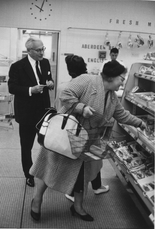 SA/FAM/3/IMA/1/1 - Photograph of Lord Alan Sainsbury with shoppers in unidentified branch