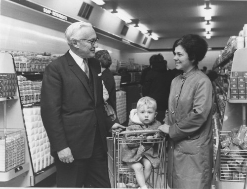 SA/FAM/3/IMA/1/3 - Photograph of Lord Alan Sainsbury with shoppers in unidentified branch