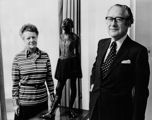 SA/FAM/4/IMA/1/1 - Photograph of Robert Sainsbury with his wife Lisa on the event of giving their art collection to the University of East Anglia