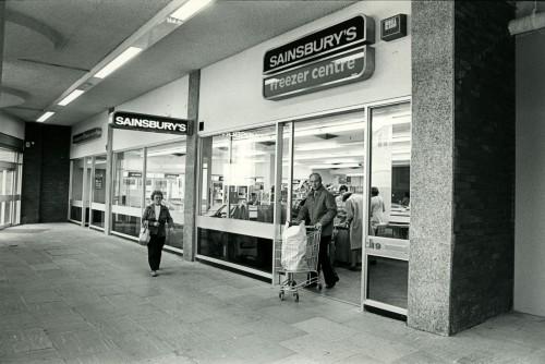 SA/SUB/FRE/6/1 - Photograph of Maidenhead Freezer Centre (exterior)