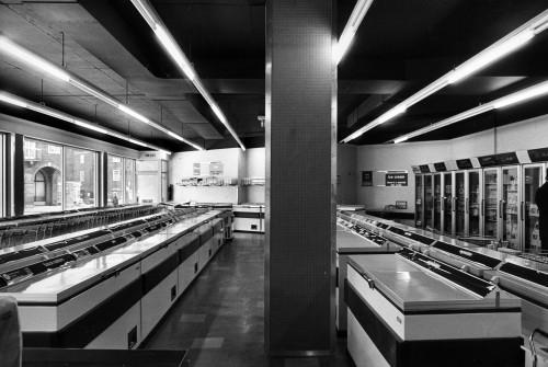 SA/SUB/FRE/6/3 - Photograph of London: Temple Fortune Freezer Centre interior, 1976