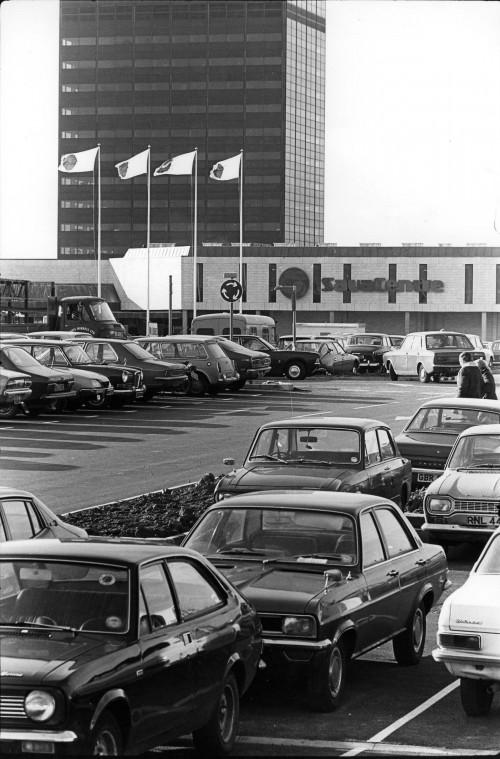 SA/SUB/SBHS/A-Z/W/IMA/1/5 - Photograph of exterior of Washington Savacentre: car park and store