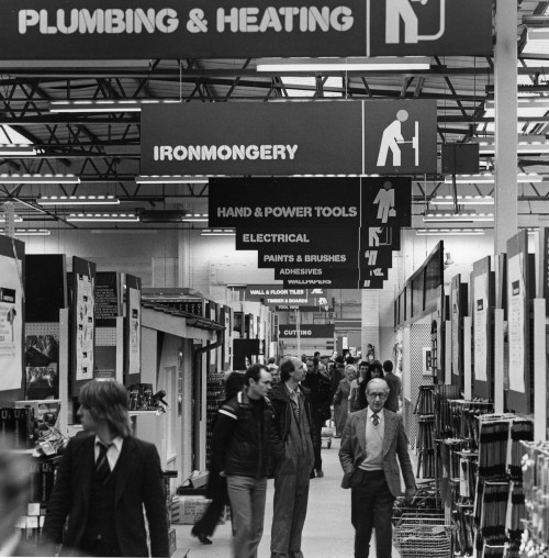 SA/SUB/SGB/A-Z/C/IMA/8/3 - Photograph of Croydon Homebase, c.1981 (interior: aisles with shoppers)