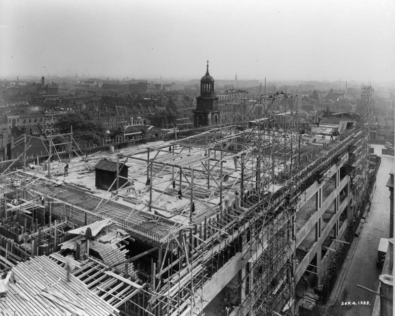 Photograph of construction of Sainsbury's factory at Paris Gardens