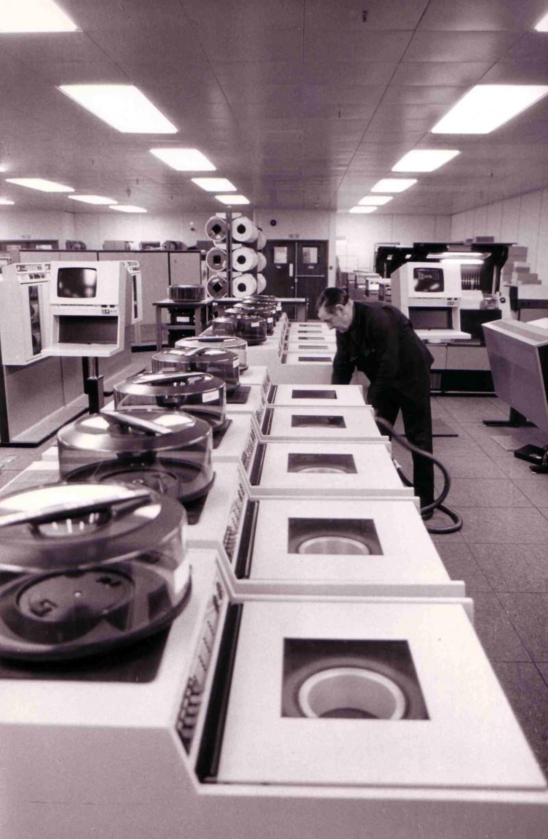 SA/BL/IMA/15/8 - Photograph of computer room