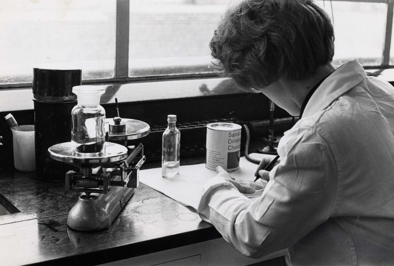 SA/BL/IMA/16/4 - Photograph of female laboratory assistant testing Sainsbury's Drinking Chocolate 16oz