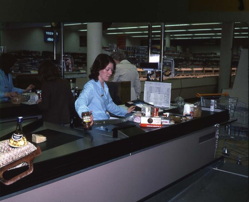 SA/BRA/4/3/5/1/7 - Slide photograph of early scanning checkout