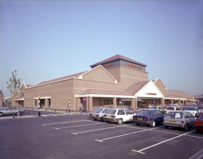 SA/BRA/7/A/3/6 - Image of the exterior and car park at Ealing Road, Alperton branch