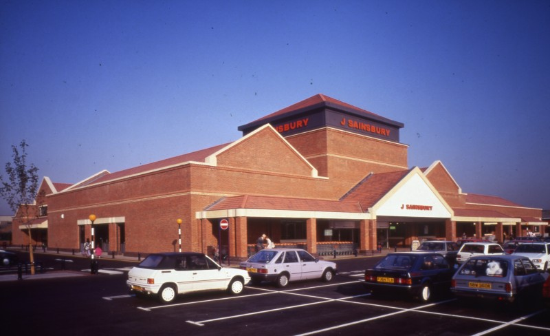 SA/BRA/7/A/3/9 - Image of the exterior and car park at Ealing Road, Alperton branch