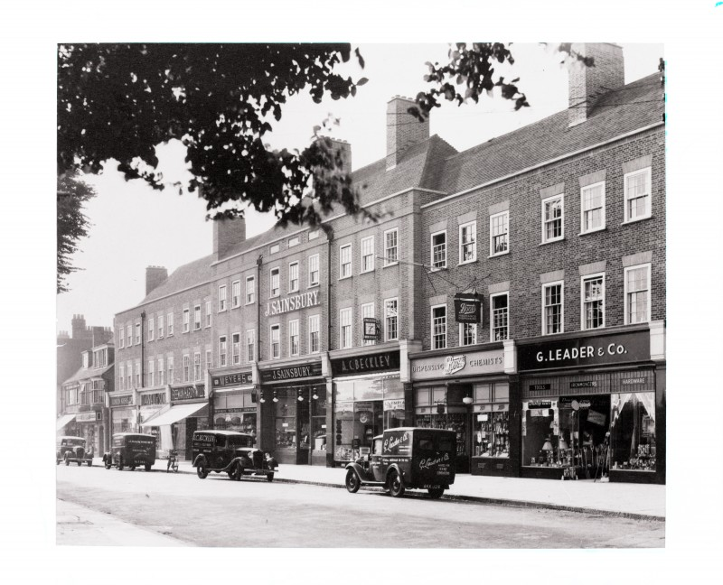 SA/BRA/7/A/6/1 - Image of Chiltern Parade, Amersham branch with surrounding shops