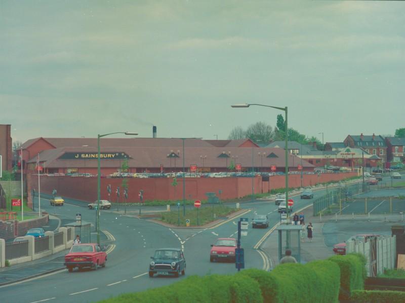 SA/BRA/7/B/20/7/1/18 - Image of Birmingham: Selly Oak branch exterior: view from Harborne Lane