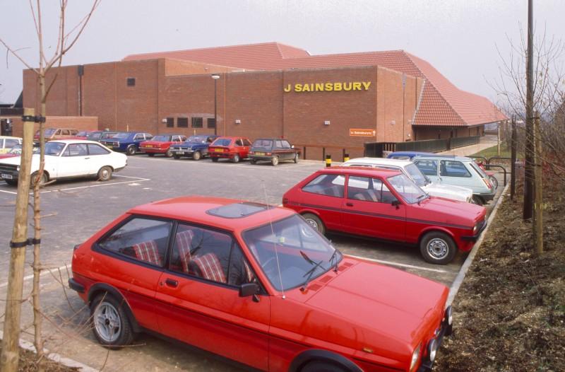 SA/BRA/7/B/21/2/27 - Image of the exterior and the car park at Thorley Centre, Bishop's Stortford branch