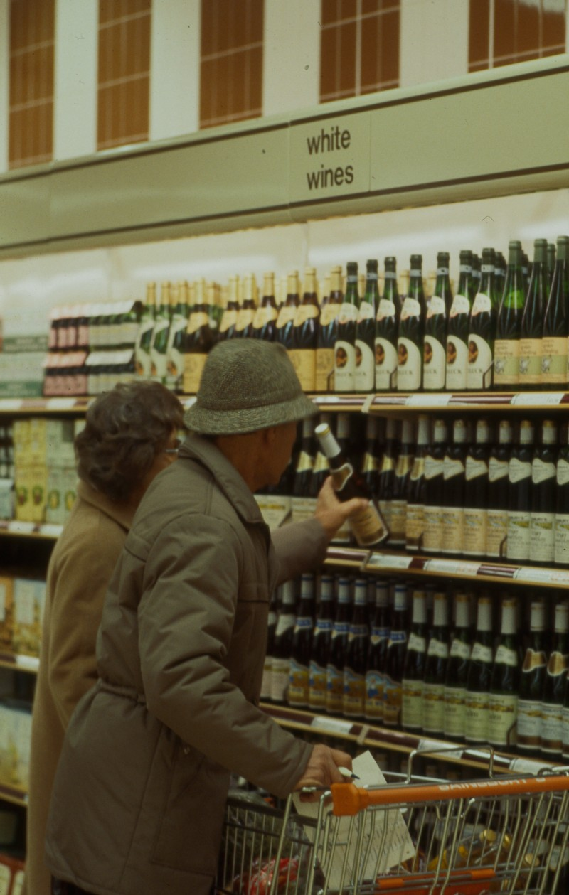 SA/BRA/7/B/25/24 - Image of customers at the beers, wines and spirits department at Red Bank Road, Blackpool branch