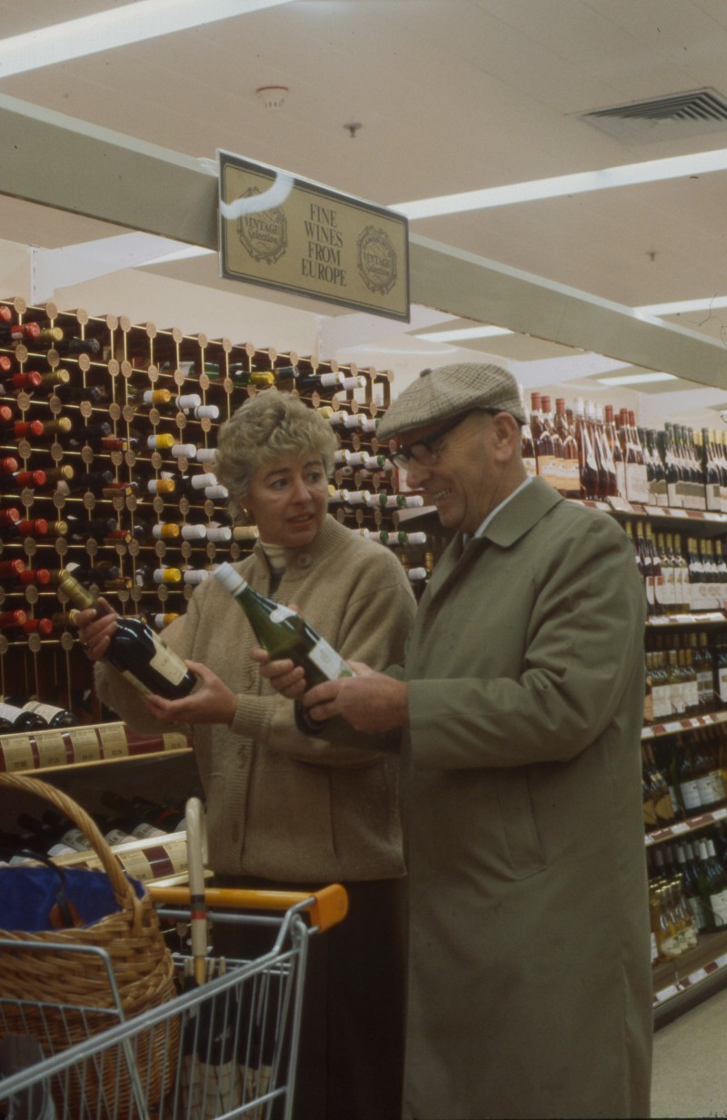SA/BRA/7/B/25/25 - Image of customers at the beers, wines and spirits department at Red Bank Road, Blackpool branch