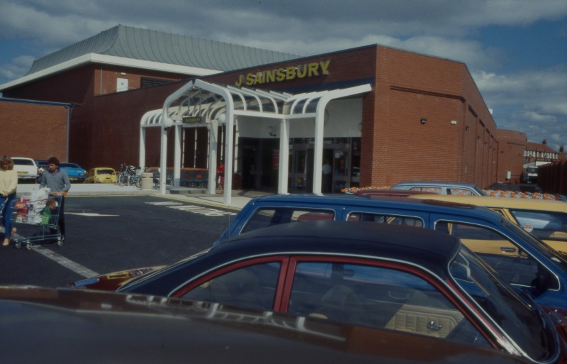 SA/BRA/7/B/25/32 - Image of the exterior of Red Bank Road, Blackpool branch and car park