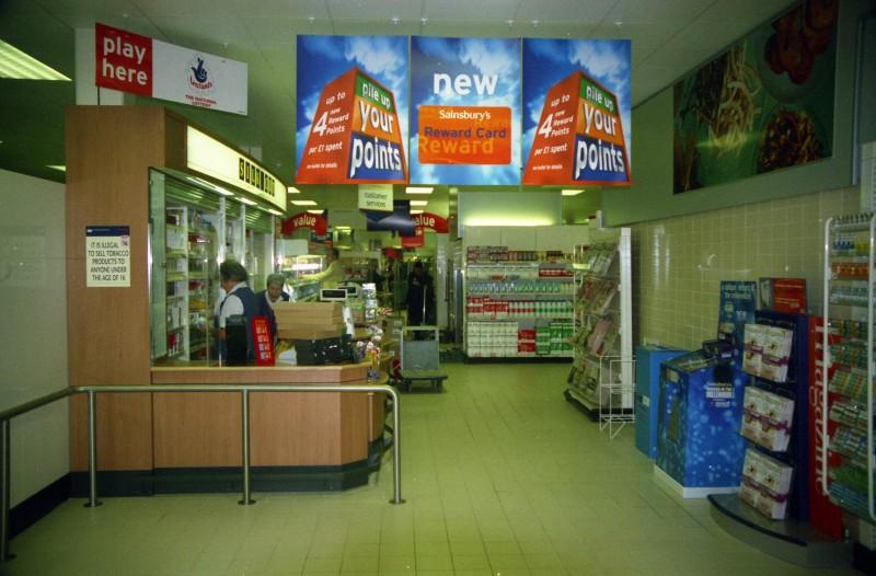 SA/BRA/7/B/31/3/42 - Image of staff at the kiosk at 637/641 Christchurch Road, Boscombe branch