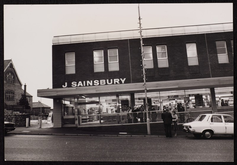 SA/BRA/7/B/31/6/1/1 - Image of Winton (447/457 Wimborne Road) branch on opening day: exterior