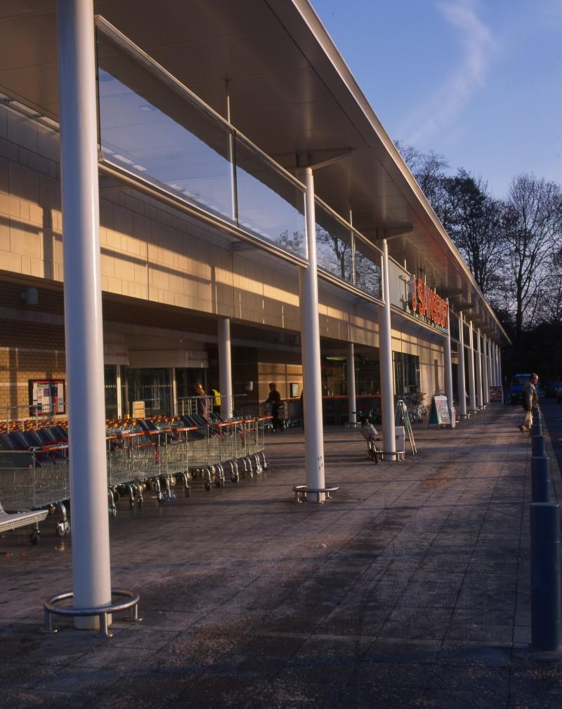 SA/BRA/7/B/46/2/113 - Image of shop front at Oxford Road, Banbury branch