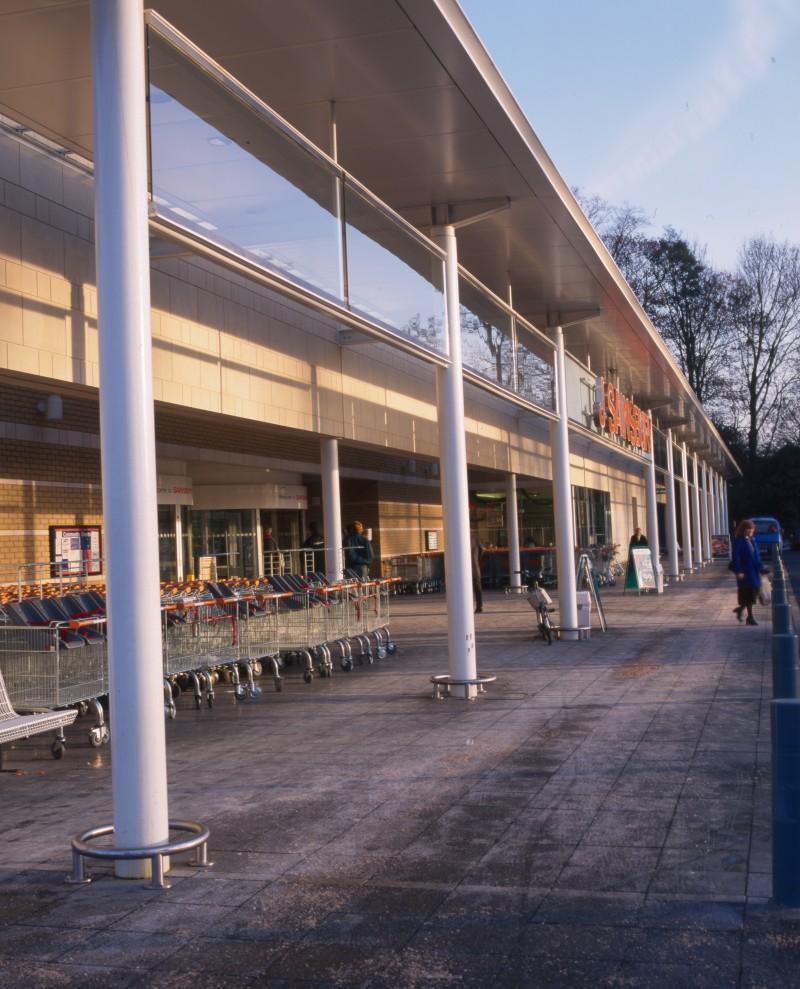 SA/BRA/7/B/46/2/126 - Image of shop front at Oxford Road, Banbury branch