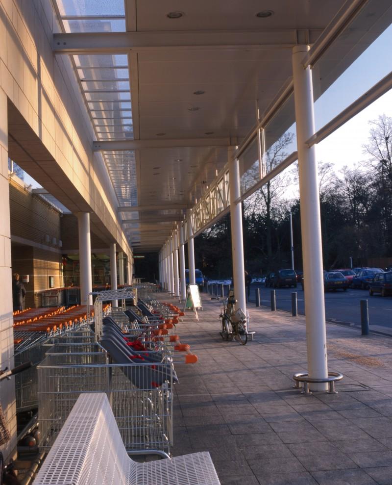 SA/BRA/7/B/46/2/130 - Image of shop front at Oxford Road, Banbury branch