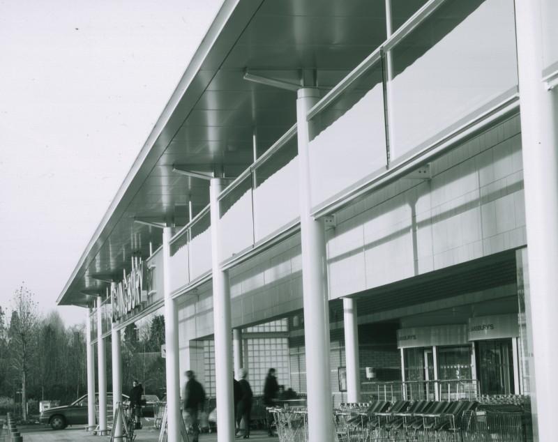 SA/BRA/7/B/46/2/152 - Image of shop front at Oxford Road, Banbury branch