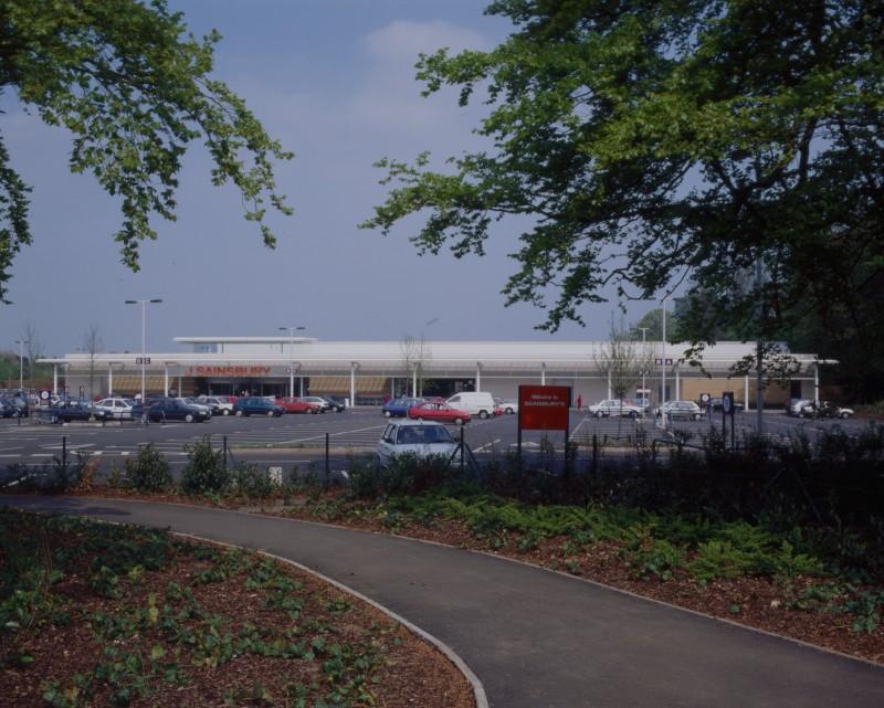 SA/BRA/7/B/46/2/37 - Image of the car park and exterior of Oxford Road, Banbury branch