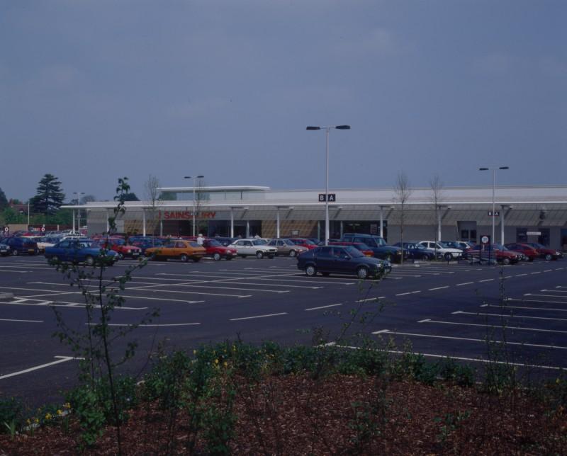 SA/BRA/7/B/46/2/47 - Image of the car park and exterior of Oxford Road, Banbury branch