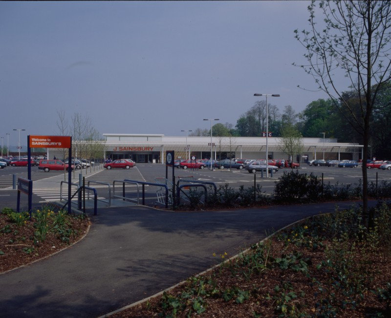 SA/BRA/7/B/46/2/52 - Image of the car park and exterior of Oxford Road, Banbury branch