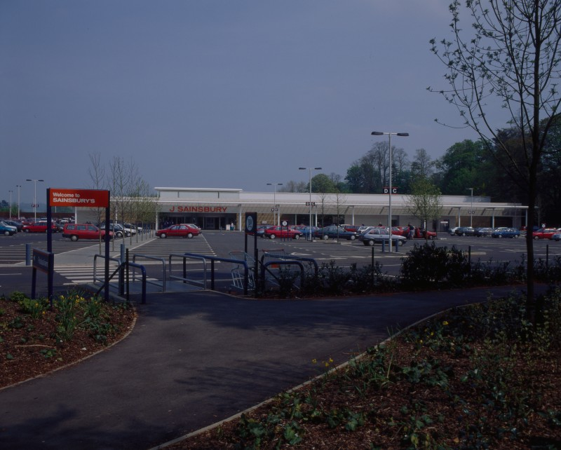 SA/BRA/7/B/46/2/53 - Image of the car park and exterior of Oxford Road, Banbury branch