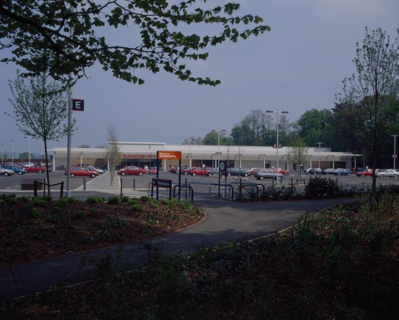 SA/BRA/7/B/46/2/54 - Image of the car park and exterior of Oxford Road, Banbury branch