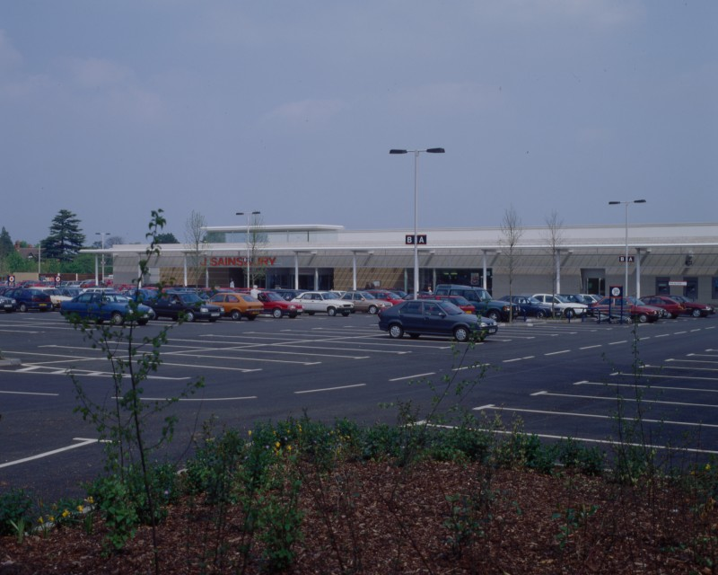 SA/BRA/7/B/46/2/62 - Image of the car park and exterior of Oxford Road, Banbury branch