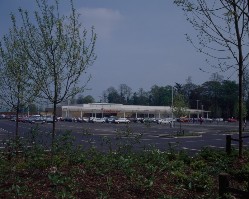 SA/BRA/7/B/46/2/66 - Image of the car park and exterior of Oxford Road, Banbury branch