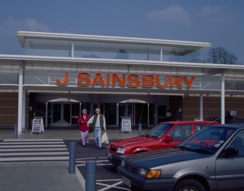 SA/BRA/7/B/46/2/71 - Image of shop front at Oxford Road, Banbury branch