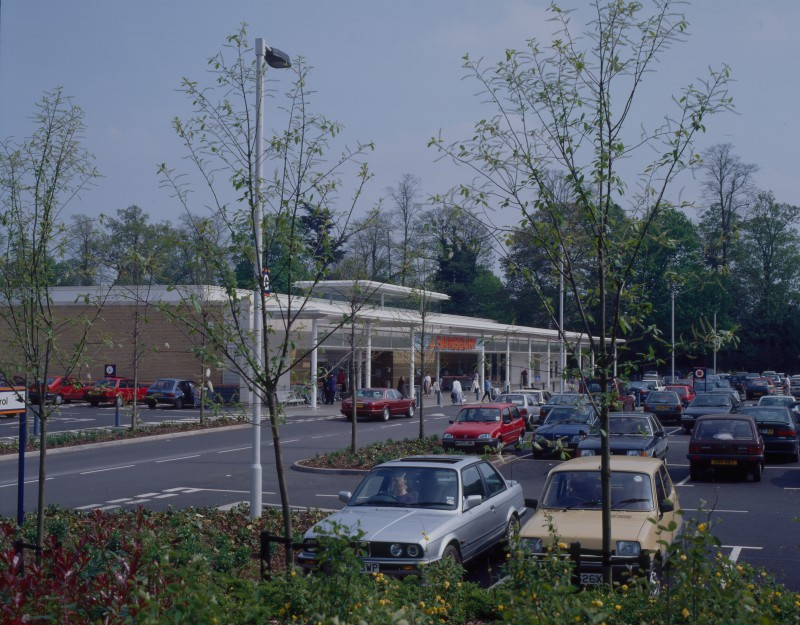 SA/BRA/7/B/46/2/74 - Image of the car park and exterior of Oxford Road, Banbury branch