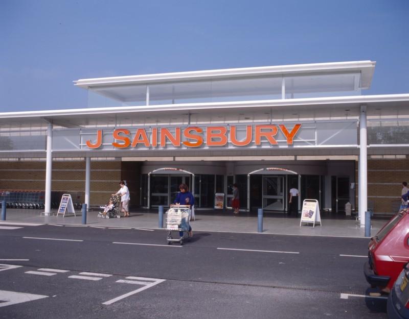 SA/BRA/7/B/46/2/81 - Image of shop front at Oxford Road, Banbury branch