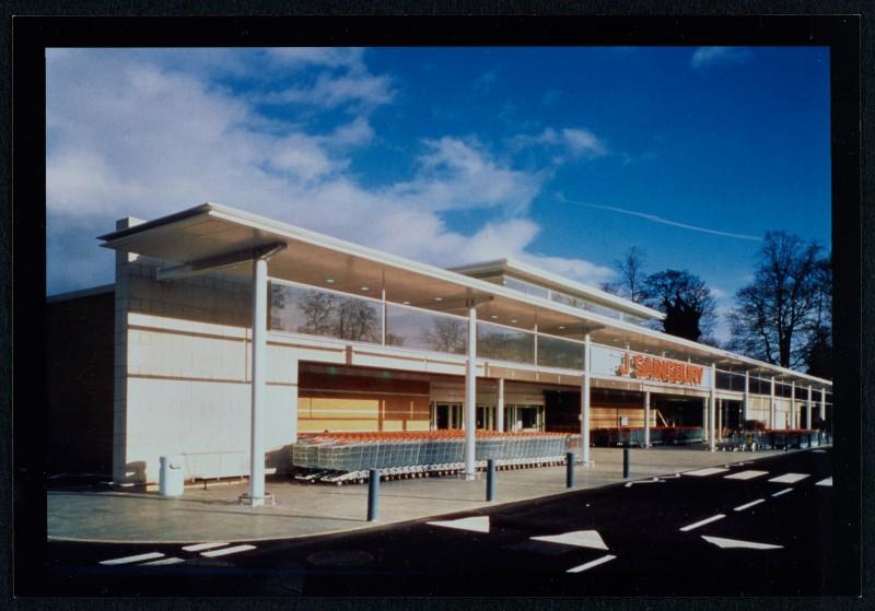 SA/BRA/7/B/46/2/84 - Image of shop front at Oxford Road, Banbury branch