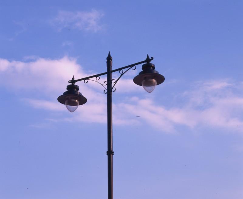 SA/BRA/7/B/46/2/88 - Image of lamp post probably at Oxford Road, Banbury branch