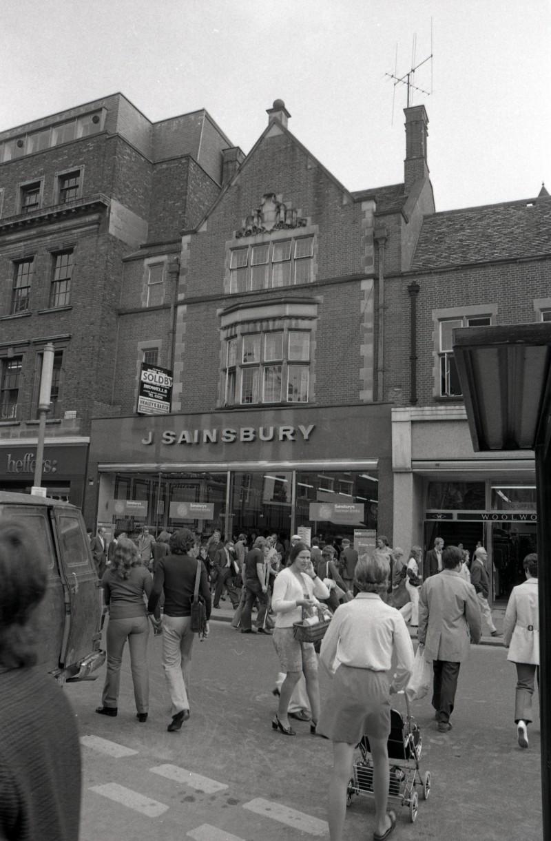 SA/BRA/7/C/4/1/10 - Image of Cambridge (16/17 Sidney Street) branch exterior