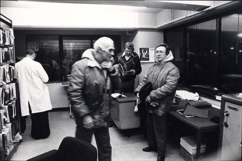 SA/DEP/4/6/19 - Photograph of Charlton Depot - staff members in office