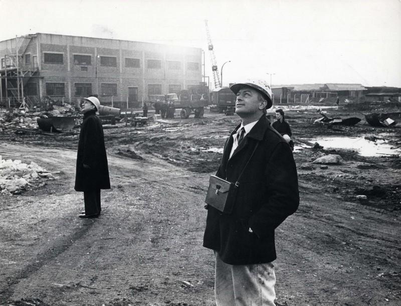 SA/DEP/4/6/28 - Photograph of men at Charlton Depot construction site